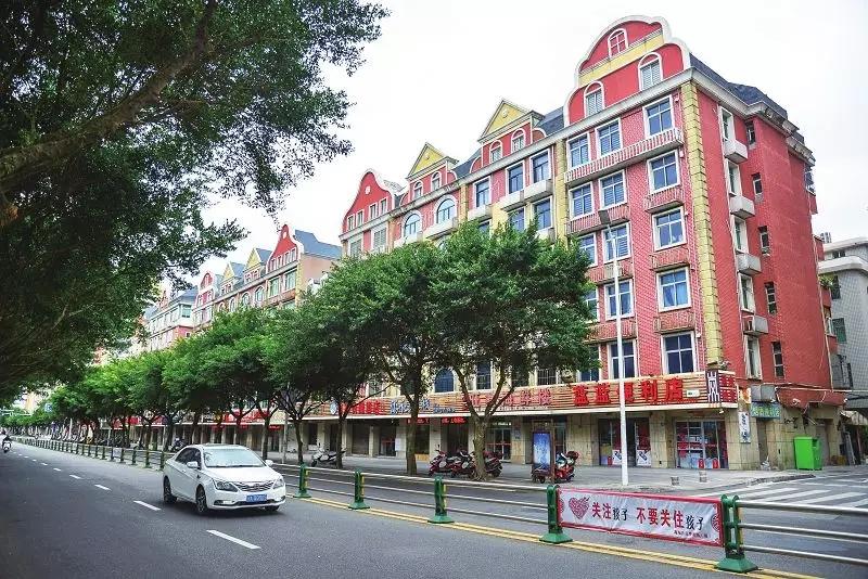平潭首条省级食品安全示范街获批 龙凤东路靓起来