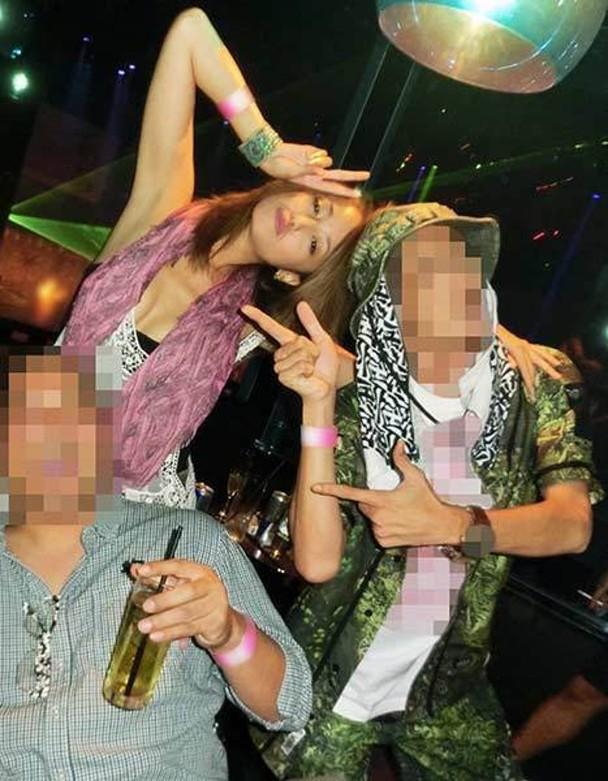 日本传媒再公开她疑似吸毒后与男演员兴奋聚会的照片