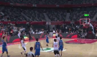 深圳男篮超远三分怎么回事 最后0.1秒贺希宁后场三分球绝杀
