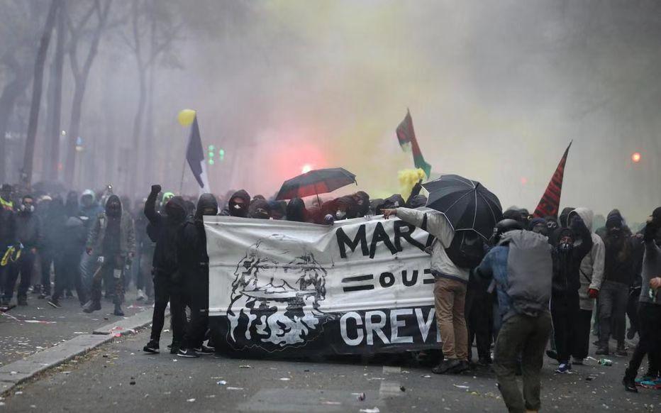 法國爆發大罷工怎么回事? 80多萬人示威 交通大癱瘓 現場圖曝光