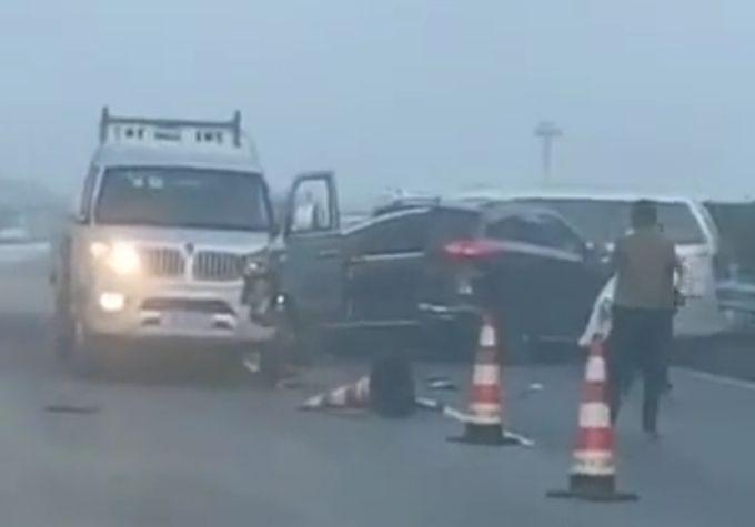 高速20輛車追尾什么情況現場圖 高速20輛車追尾有人受傷嗎