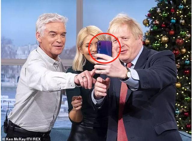英首相用华为自拍怎么回事? 英首相用华为自拍是故意的么?