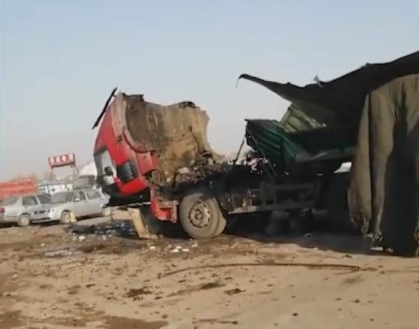 焊接油罐车爆炸详细新闻介绍 焊接油罐车是怎么爆炸的事件始末现场图