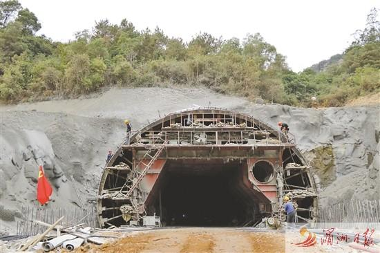 莆田木兰大道(三期)将军岩隧道实现左右幅全面贯通