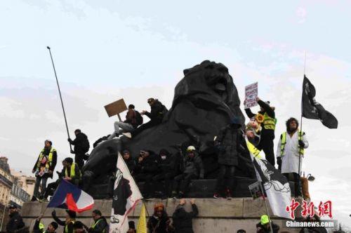 法國總理公布改革細節工會拒買賬 揚言持續罷工