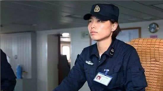 中国航母女司机 体育学院毕业 退役后小腿留神秘疤痕