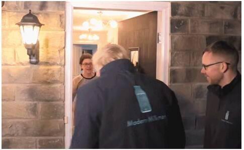 竞选活动最后一天,英首相给居民送奶:争取每一张选票