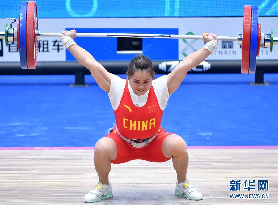 举重——世界杯:邓薇获女子64公斤级抓举和总成绩冠军并创造抓举新世界纪录