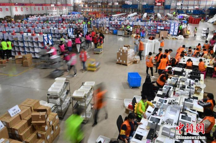 """""""双十一""""拉动11月份中国消费增长明显加快"""