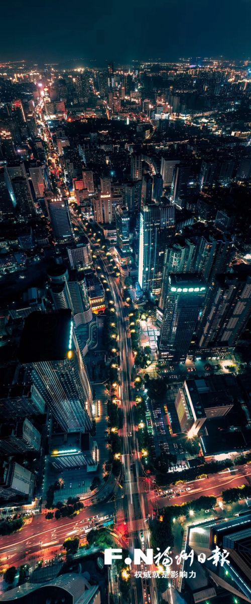 五四路夜景俯瞰。余守政 摄