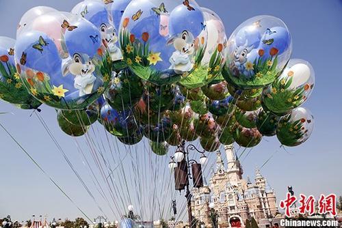 """东京迪士尼乐园陷""""气球荒""""或因全球性氦气不足"""