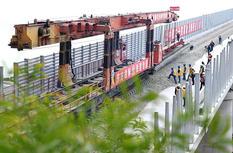 福平鐵路平潭海峽公鐵大橋開始鋪軌施工