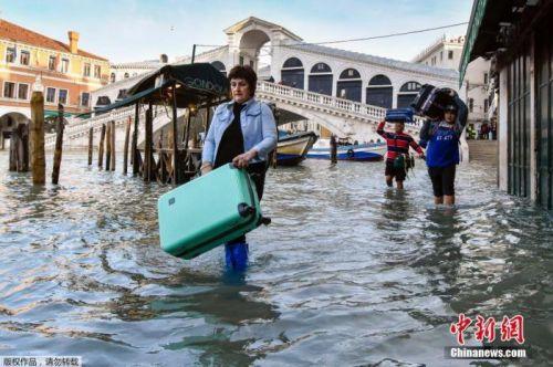 洪水再袭!威尼斯水位又超1.4米 旅游业遭重创
