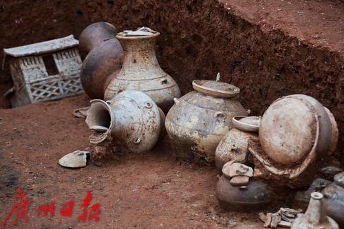 广州横枝岗古墓发现文物近500件