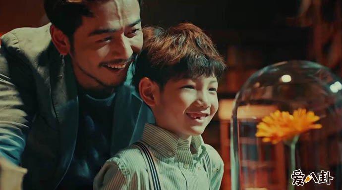 杨烁回应教育争议 他究竟是如何教育儿子的为何网友都讨伐他