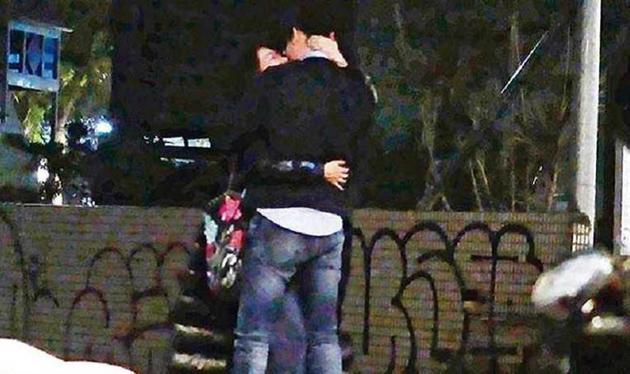 陈绮贞与男子拥吻