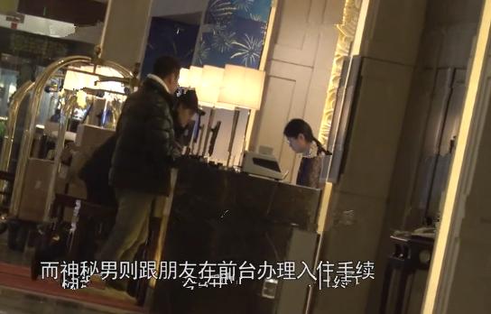 32歲舒暢新戀情曝光?與中年男子牽手回酒店
