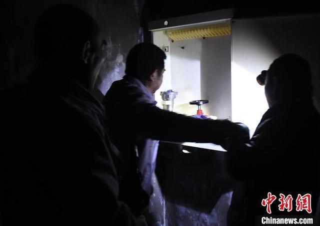 重庆居民楼火灾:燃烧4小时 热心人挨家敲门让撤离