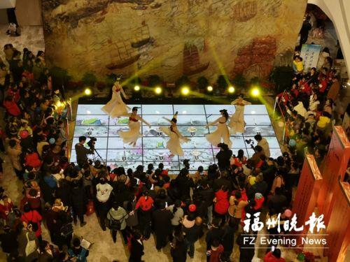 許多市民到博物館參加跨年活動。