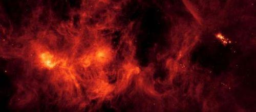 NASA发现雪花群 闪烁着粉红和红色光芒