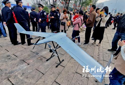 3VS復合翼無人機吸引不少市民圍觀。