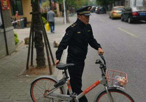 單車占用人行道 福州晉安城管馬上整治