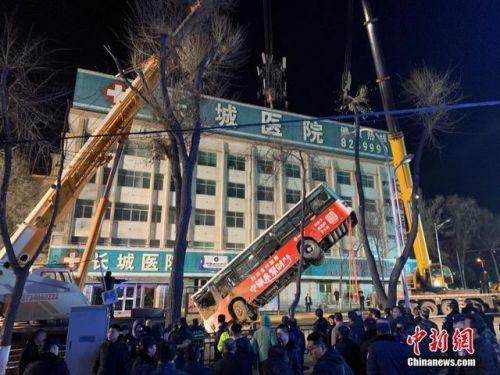 西寧路面坍塌失聯升至10人怎么回事?西寧路面坍塌事故最新消息