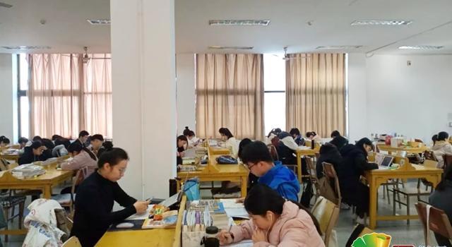 高校期末考试实行