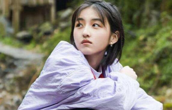张子枫艺考分数第一名 隐藏学霸张子枫家庭背景大揭秘
