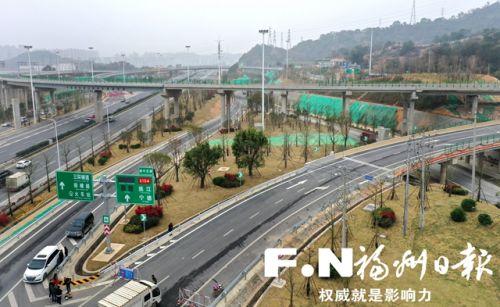 园中互通部分绿化已经完成施工。(无人机拍摄)本报记者 叶义斌 摄