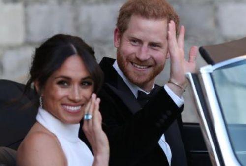 哈里放棄王室頭銜怎么回事? 哈里被曝與朋友在酒館開心大笑