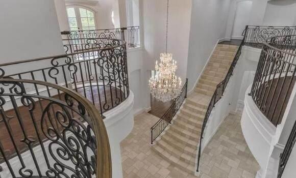 弗朗西斯出售豪宅怎么回事? 弗朗西斯为什么要出售豪宅?