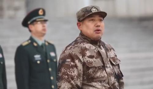 國乒軍訓匯報表演 馬龍丁寧擔任護旗手