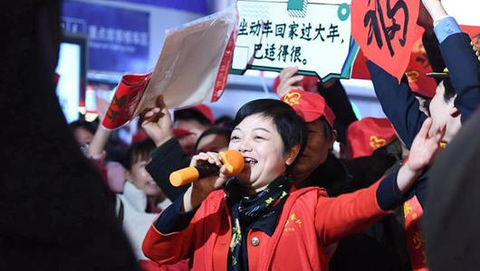 福建:外来务工人员坐专列返乡过节
