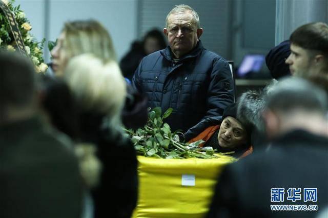 乌克兰遇难者回国 当地群众参加乌航客机事件遇难者悼念活动