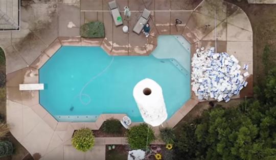 10万纸巾吸泳池水怎么回事? 10万纸巾吸泳池水事件始末