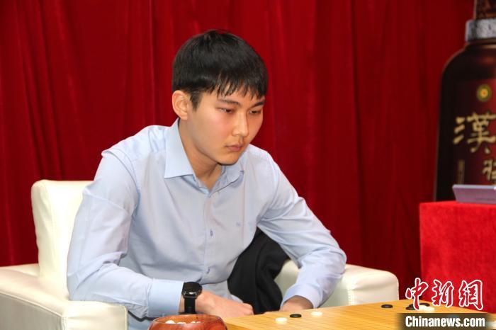 2020年第八届CCTV贺岁杯中日韩新春围棋争霸赛:韩国朴廷桓执白以战胜中国柯洁 率先晋级决赛