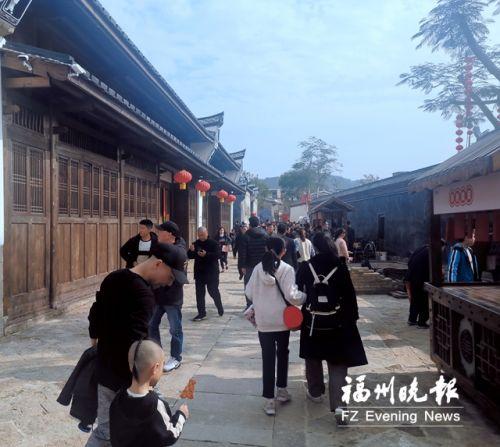 昨日长乐和平街特色历史文化街区游客众多。