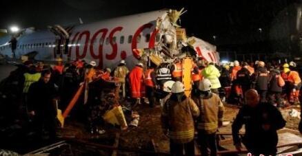 土耳其波音客機滑出跑道已致3死179傷 機體斷成三截現場畫面曝光