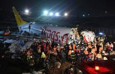波音客機滑出跑道怎么回事 土耳其波音737滑出跑道致3死179傷
