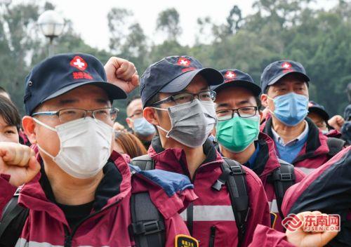 昨日,我省对口支援湖北宜昌的前方指挥部和首批医疗队成员在集体宣誓。福建日报记者 游庆辉 摄