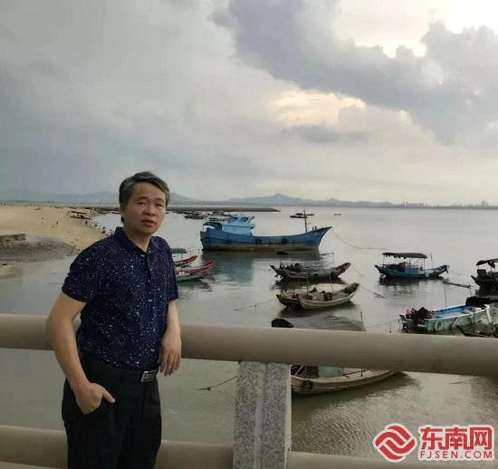 集美大学华晓春创作抗击疫情诗歌《我在武汉》