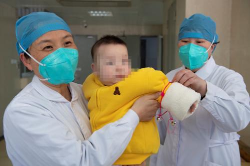 福建最小的确诊新冠肺炎患者母亲口述:陪宝宝住在隔离病房的这15天