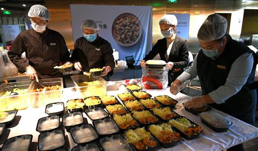 """福州餐饮企业转型""""外卖食堂"""" 解决复工吃饭难"""