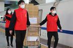 福建厦门:2万枚医用口罩通过动车发往武汉