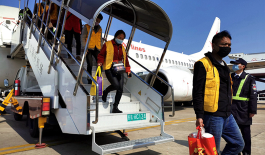 福建泉州:包机包车送礼包 政企携手忙复工