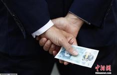钞票变身土壤改良剂!英国大规模回收20英镑旧钞