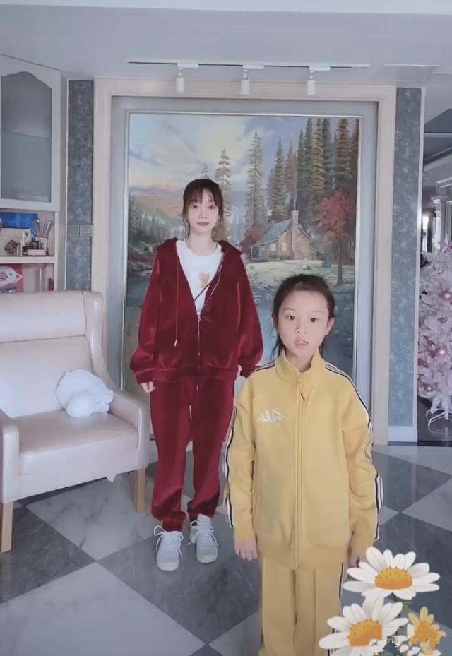 李小璐晚上晒闺房跳舞视频怎么回事 李小璐又有新恋情了吗网友们炸了