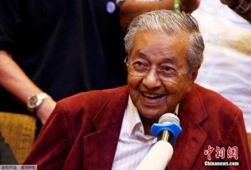 马来西亚总理马哈蒂尔向最高元首递交辞呈