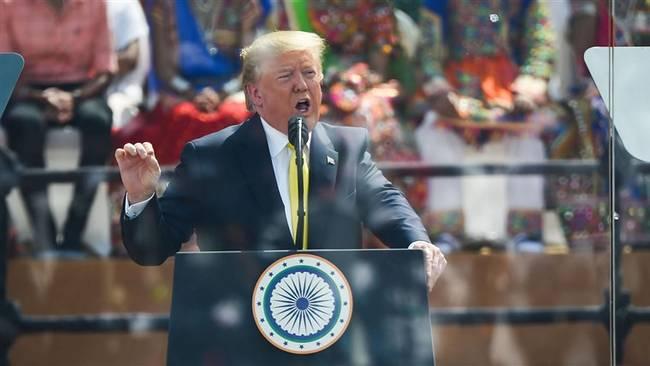 特朗普访印 在演讲中吹嘘美国经济和国防建设